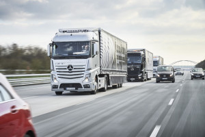 Three Mercedes-Benz Actros trucks have set off on the platooning challenge.
