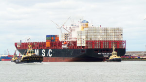 First neo-Panamax ship for Tilbury